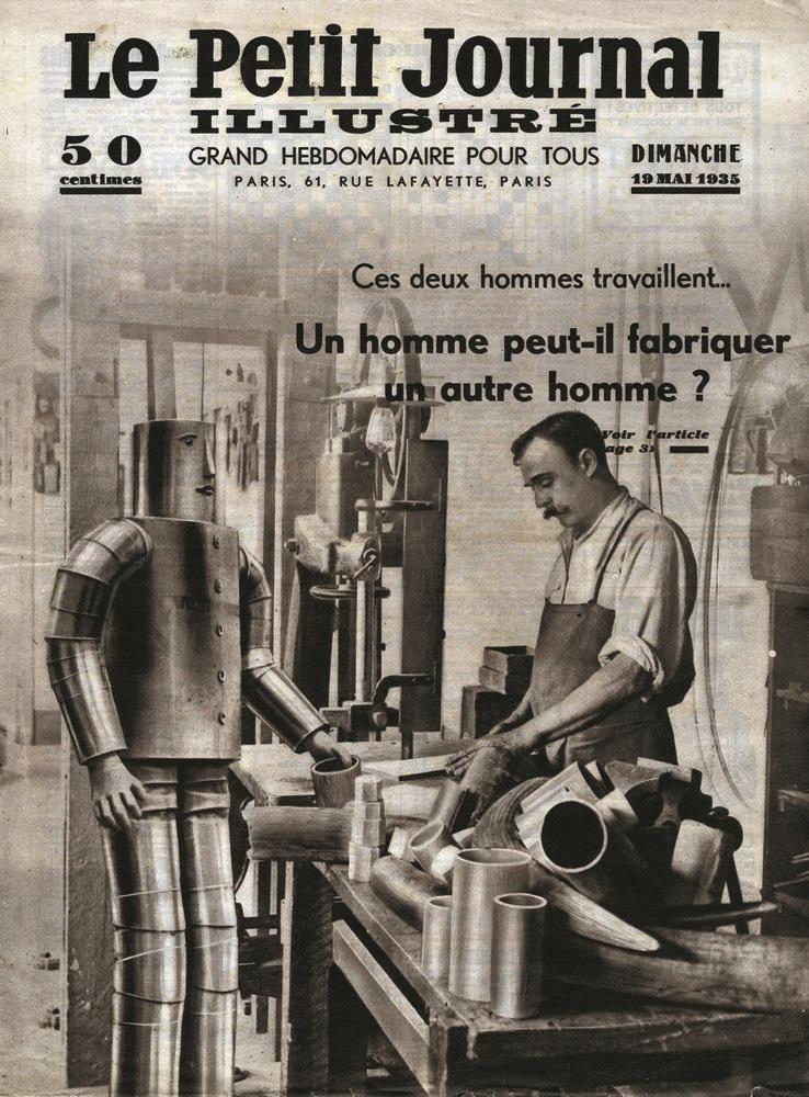 """Okładka Okładka czasopisma Le Petit Journal Illustré zhasłem Czyczłowiek może wyprodukować człowieka?"""" z1935 roku. Przedstawia warsztat, polewej stronie stołu stoi metalowy robot, poprawej pracownik warsztatu, nastole leżą metalowe tuby iczęści dorobotów"""